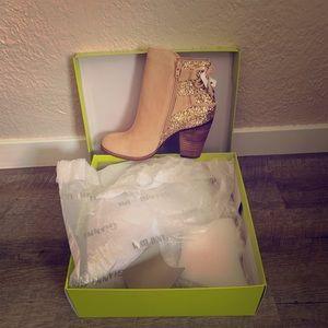 Gianni Bini Size 8 NWT Boots